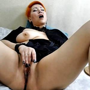 Depraved MILF spreads her lips and gets fucked with close-up!