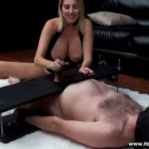 """""""Give It To Me, Show Me…"""" RO – HandDomination"""