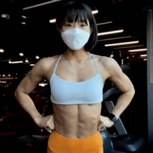How does she do that with her superb stomach? Protruding navel is awesome.