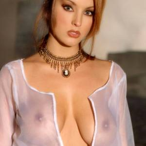 Shannon Stewart – A Busty Redhead With Stunning Eyes – Set One What Do Cpliso And The Redhead Fans Think Of This